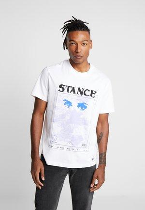 WATCHING TEE - Print T-shirt - white