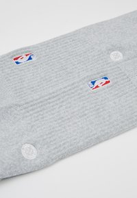Stance - NBA LOGOMAN CREW II - Skarpety sportowe - heather grey - 2