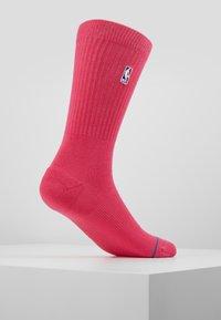 Stance - NBA LOGOMAN CREW II - Skarpety sportowe - saturated pink - 3