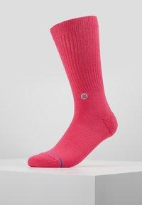 Stance - NBA LOGOMAN CREW II - Skarpety sportowe - saturated pink - 0