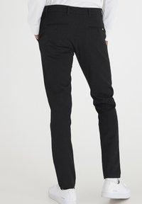 Tailored Originals - TOFREDERIC - Chinos - dar grey - 2
