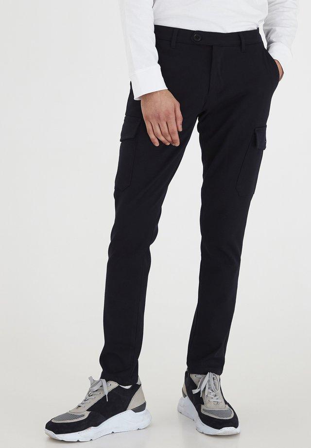 Pantalon cargo - insignia b