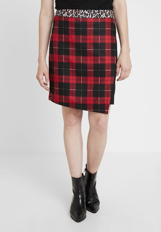 Mini skirt - lipstick red