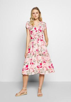 Denní šaty - apricot blush