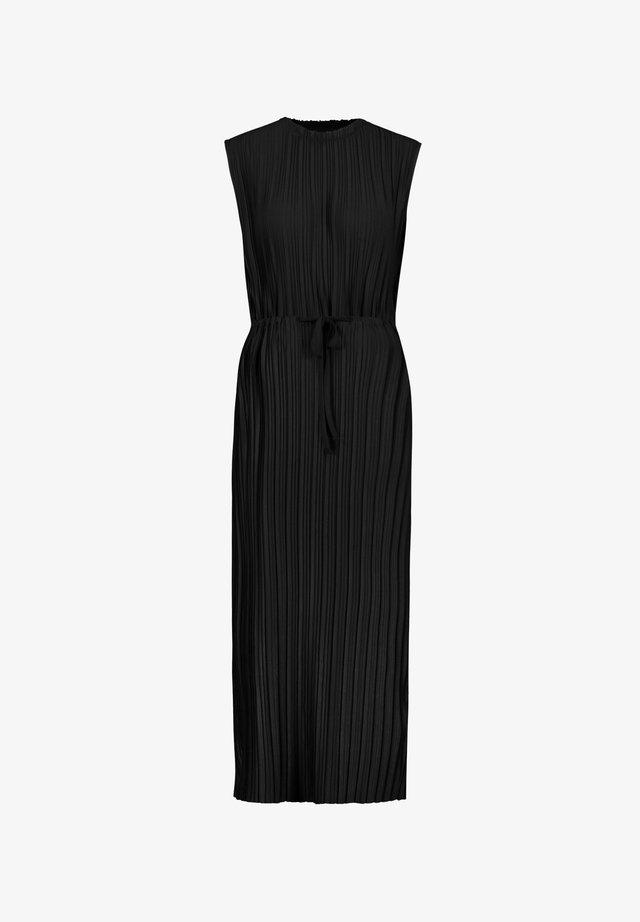 MIT PILISSÉEFALTEN - Maxi-jurk - black