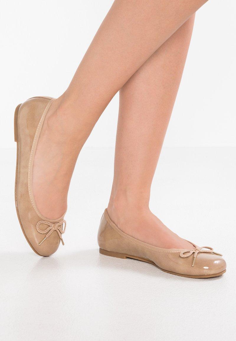 Tamaris - Klassischer  Ballerina - nude