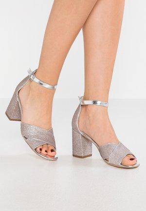 Sandaalit nilkkaremmillä - space glam
