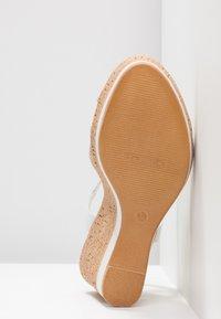 Tamaris - Korolliset sandaalit - white - 6