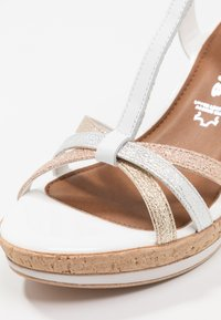 Tamaris - Korolliset sandaalit - white - 2