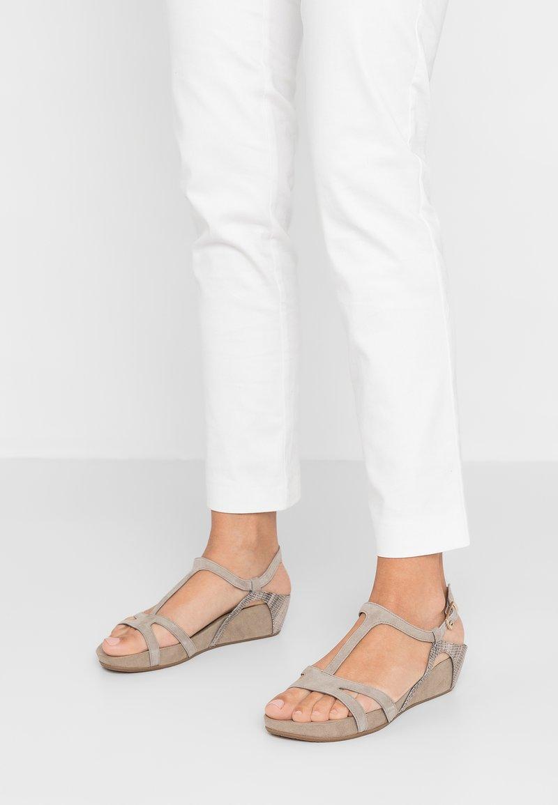 Tamaris - Wedge sandals - mud