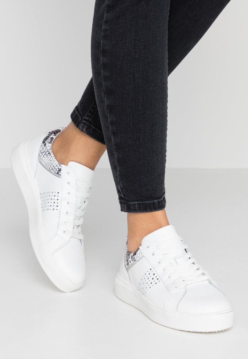 Tamaris - Sneakers - white