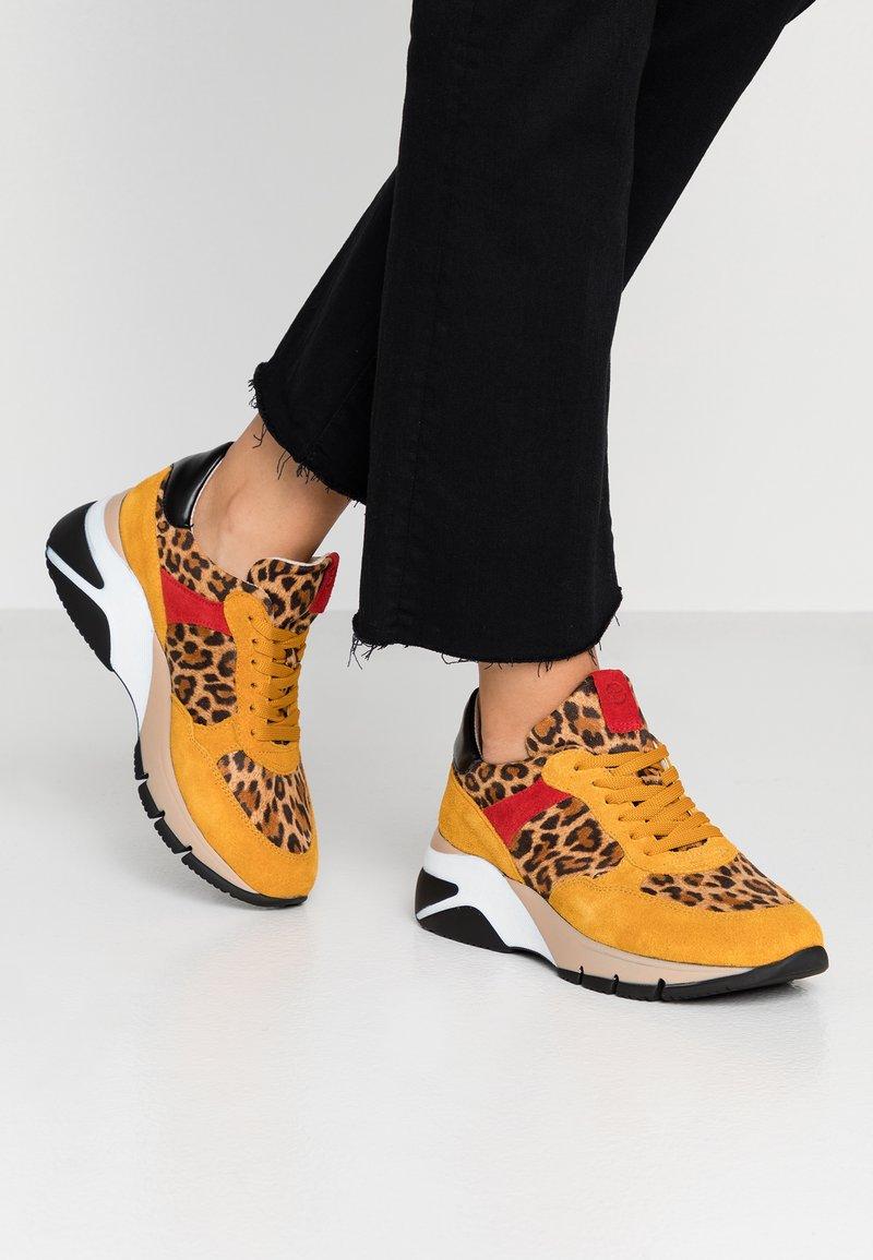 Tamaris - Sneaker low - mustard