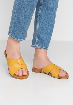 Pantofle - yellow