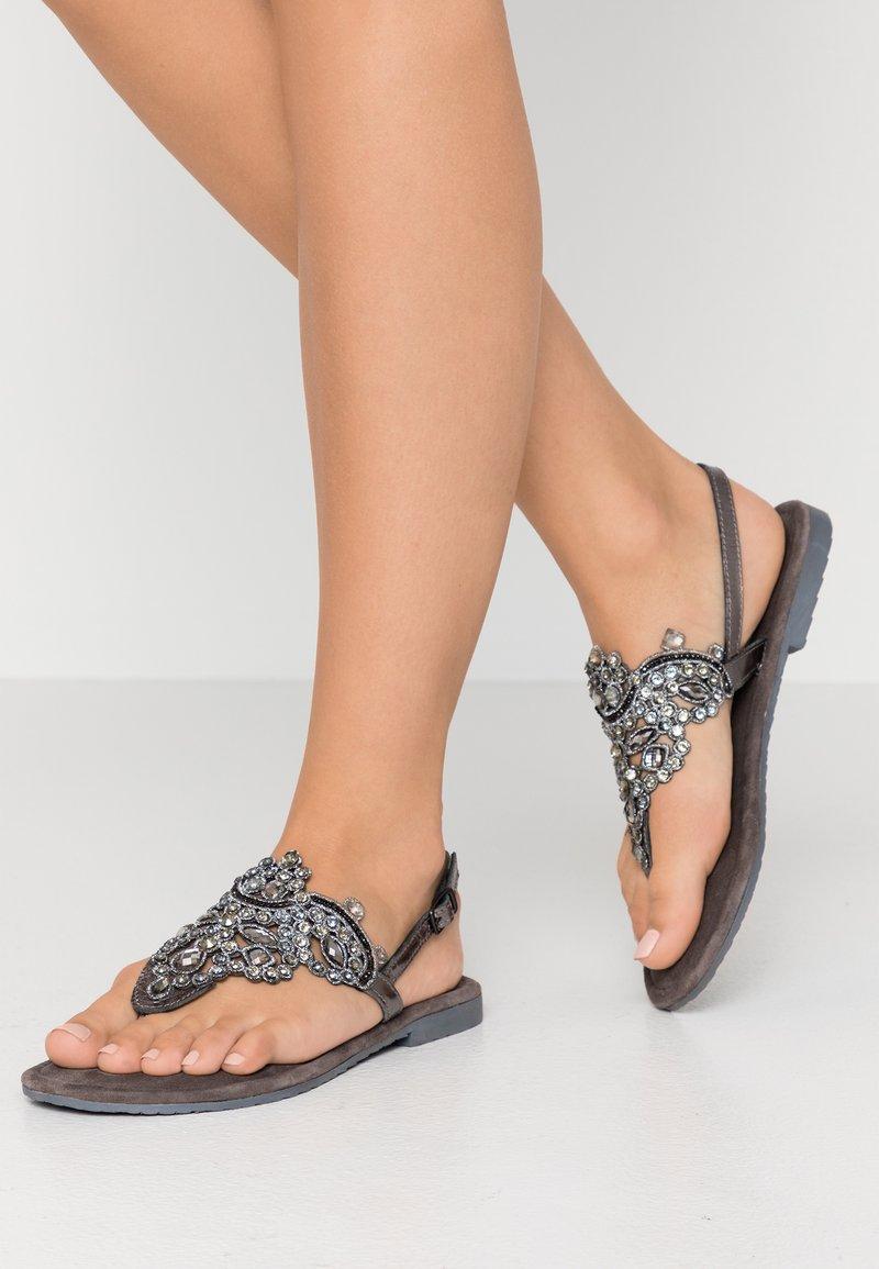 Tamaris - Sandály s odděleným palcem - pewter