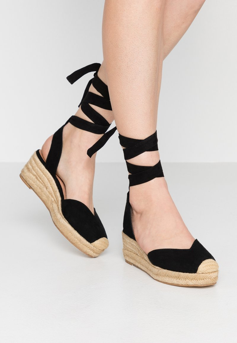 Tamaris - Sandály na platformě - black