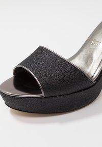 Tamaris - Sandalias de tacón - black glam - 2