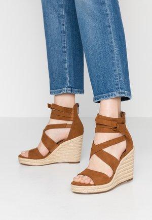Sandales à talons hauts - cognac