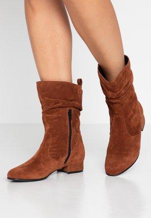 Vysoká obuv - rust