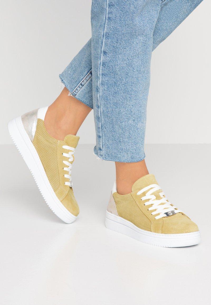Tamaris - GRECA - Sneakers basse - sun