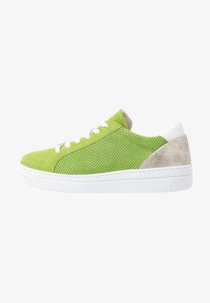 GRECA - Sneakersy niskie - green
