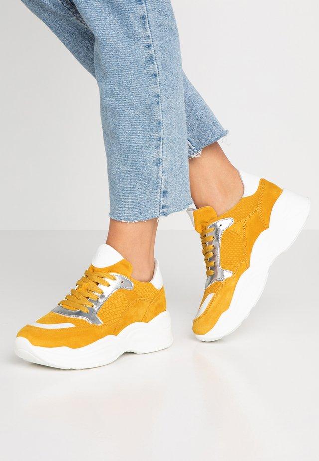 Sneakers laag - sun