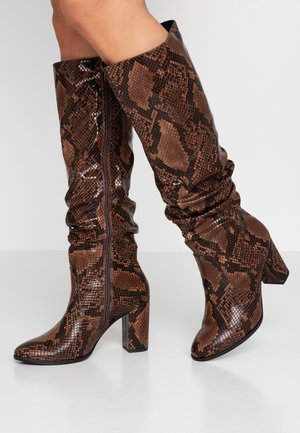 High heeled boots - terra