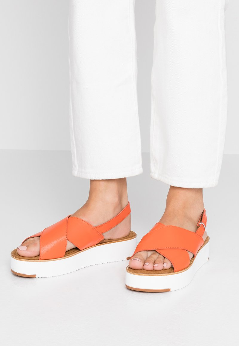 Tamaris - Sandały na platformie - orange