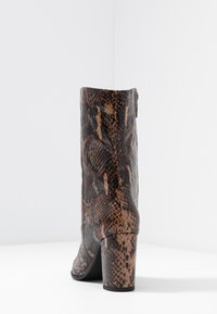 Tamaris - Kotníkové boty - mocca - 5