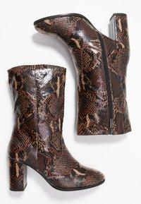 Tamaris - Kotníkové boty - mocca - 3