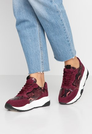 Trainers - bordeaux