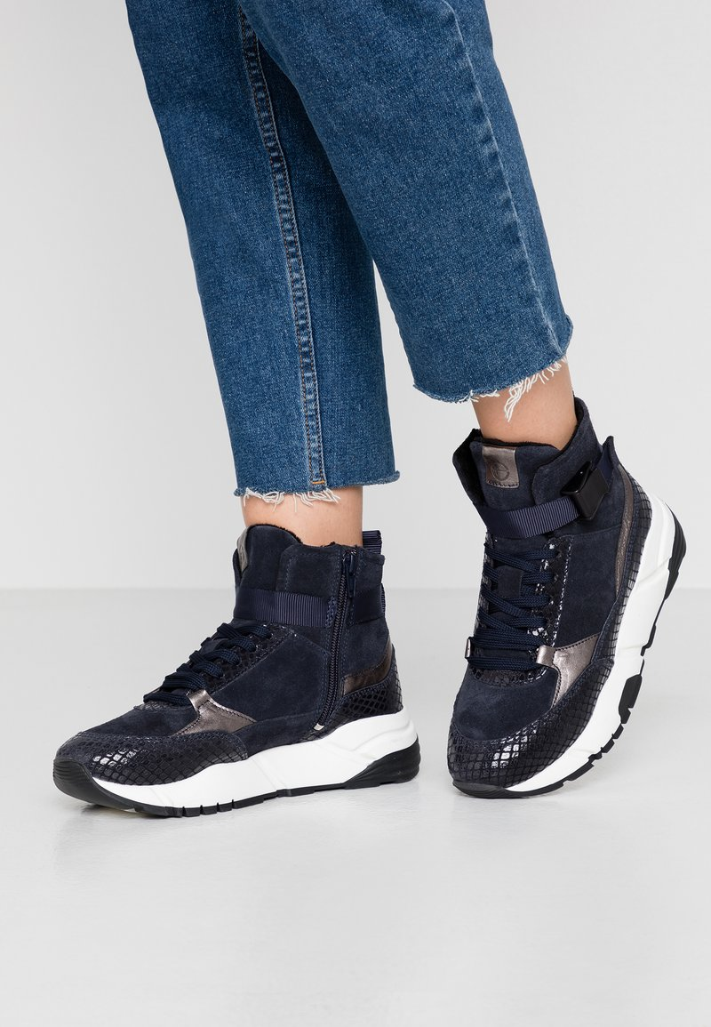 Tamaris - Höga sneakers - navy