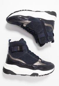 Tamaris - Höga sneakers - navy - 3