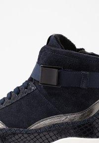 Tamaris - Höga sneakers - navy - 2