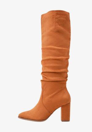 Vysoká obuv - nut
