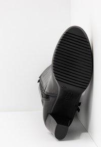 Tamaris - Botas con plataforma - black - 6