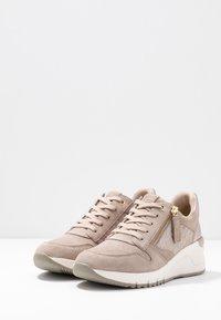 Tamaris - Sneaker low - taupe - 4