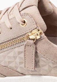 Tamaris - Sneaker low - taupe - 2