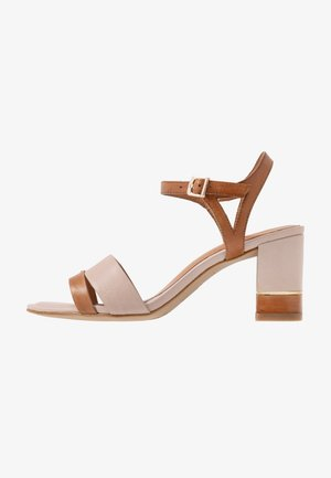 1-1-28033-24 - Sandals - cognac