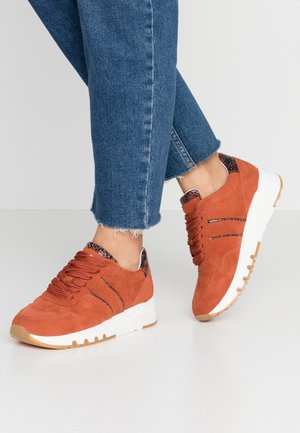 Trainers - brandy
