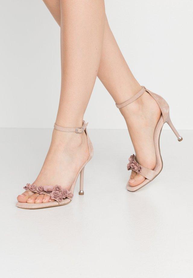 Sandály na vysokém podpatku - old rose