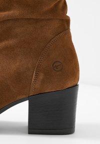 Tamaris - BOOTS - Støvler - cognac - 2