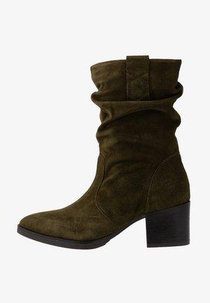 BOOTS - Vysoká obuv - olive