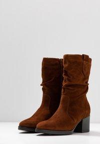 Tamaris - BOOTS - Vysoká obuv - cognac - 4