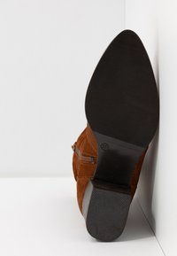 Tamaris - BOOTS - Vysoká obuv - cognac - 6