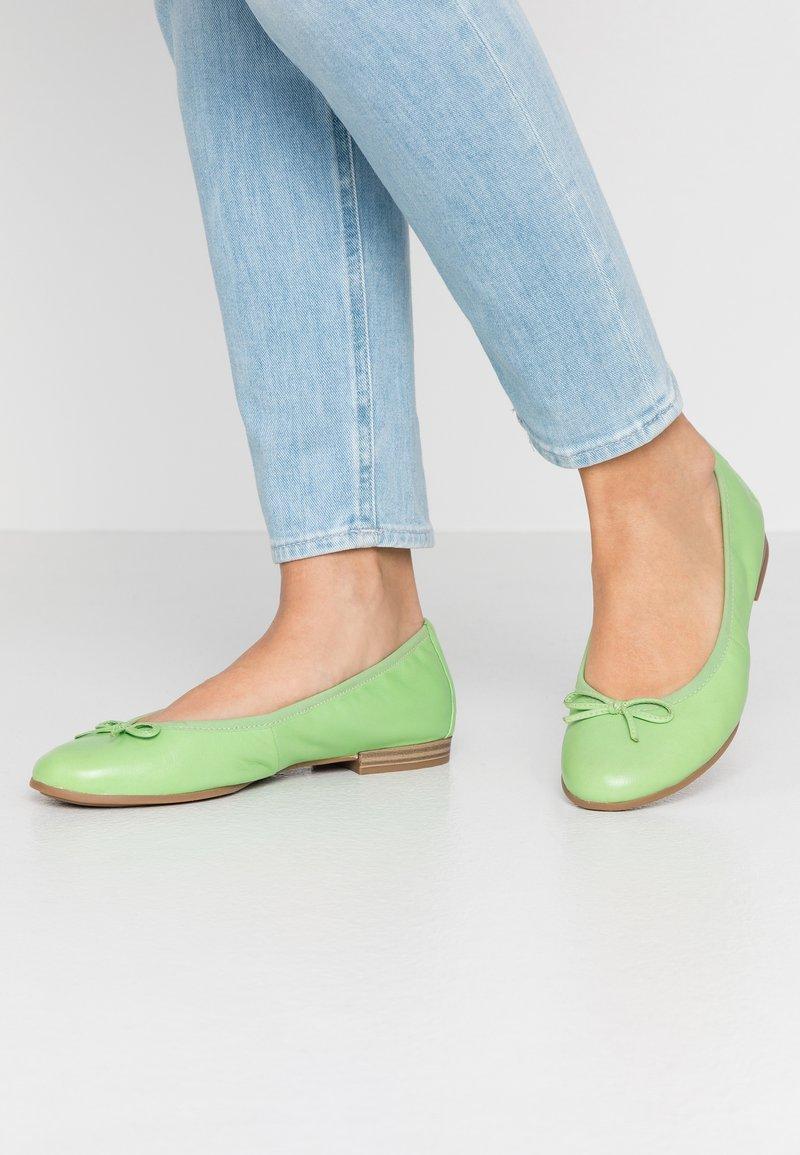 Tamaris - Ballet pumps - green