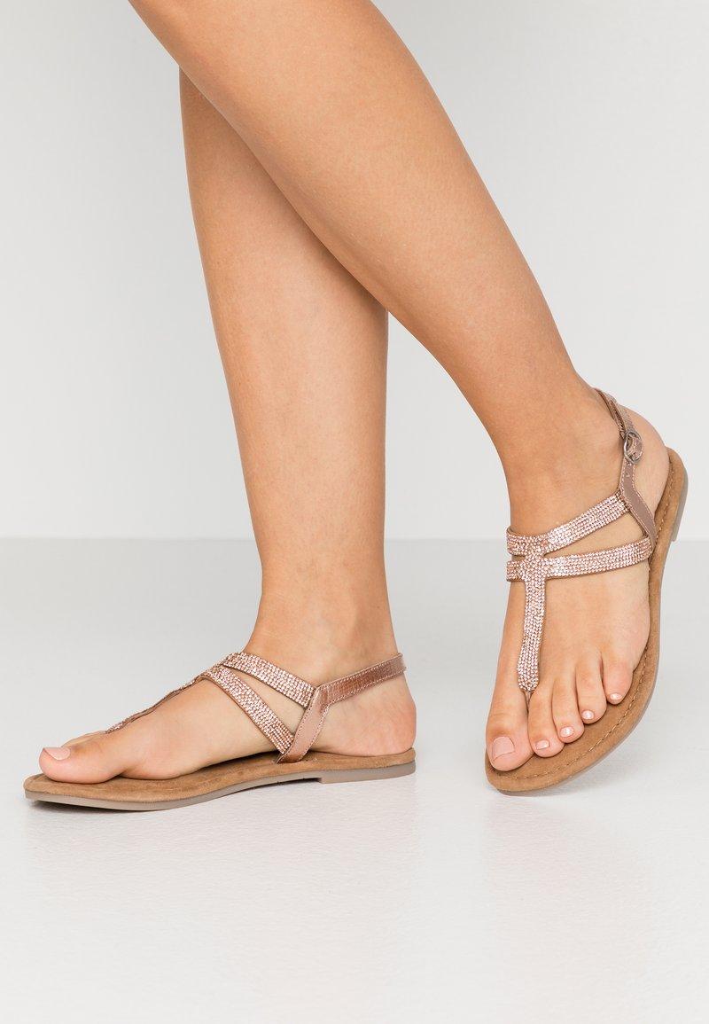 Tamaris - Sandály s odděleným palcem - copper