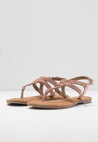Tamaris - Sandály s odděleným palcem - copper - 4
