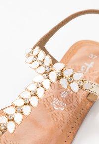 Tamaris - Sandály s odděleným palcem - gold - 2