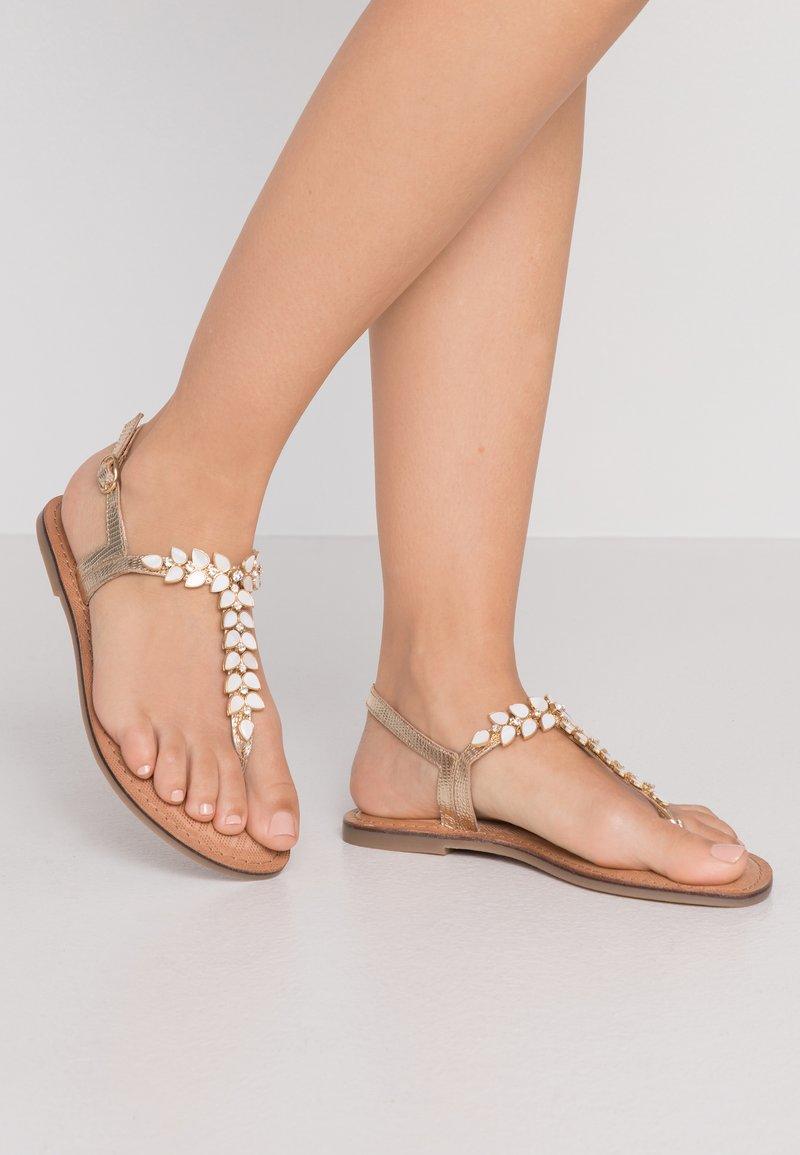 Tamaris - Sandály s odděleným palcem - gold