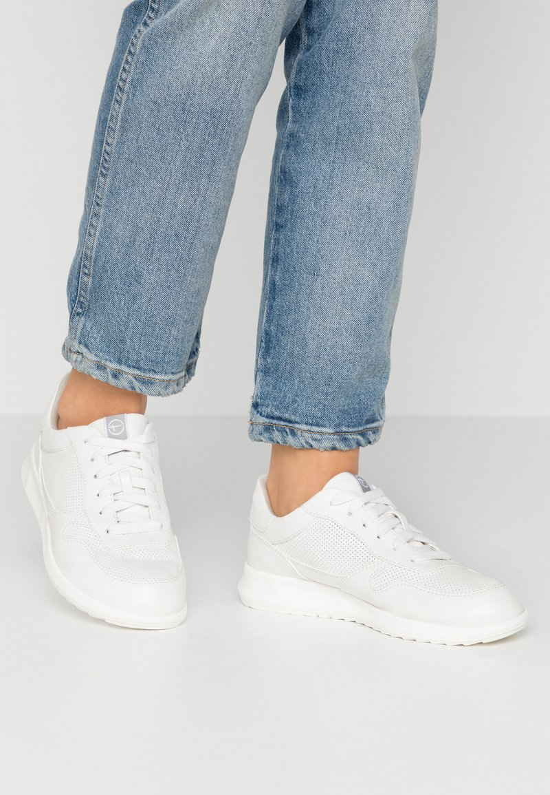 Tamaris - LACE-UP - Sneakers laag - white